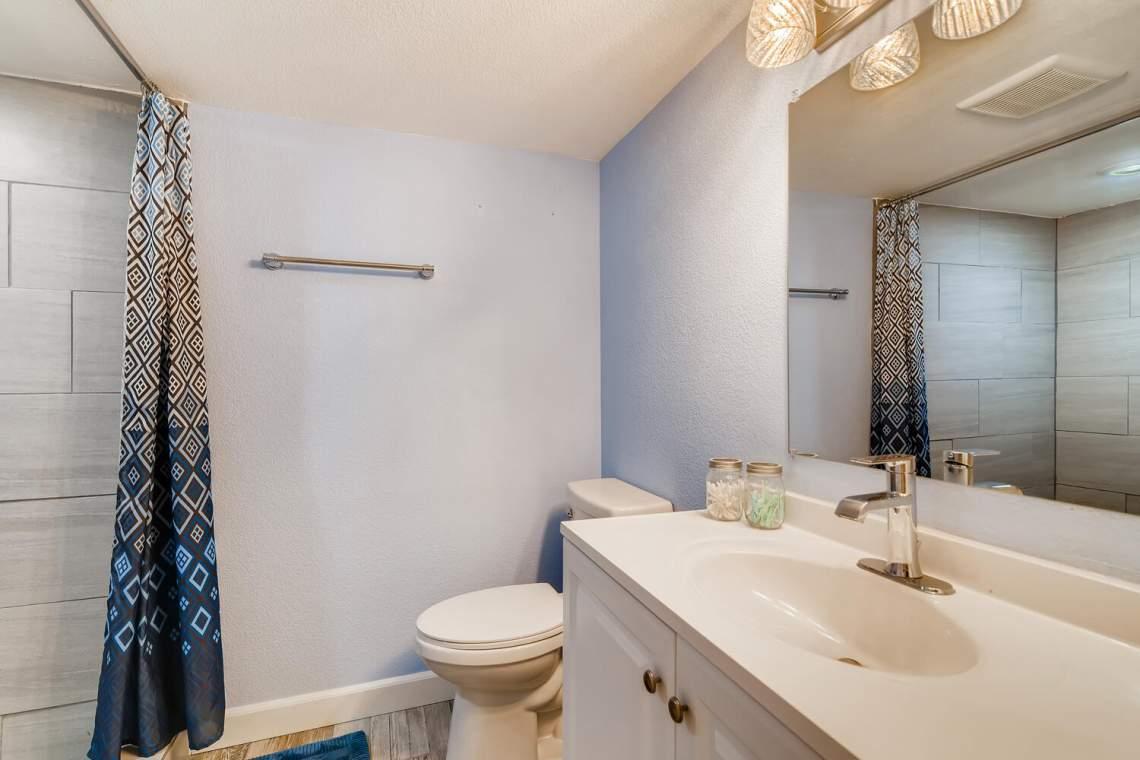 1118-Juliana-Dr-Loveland-CO-large-023-025-Lower-Level-Bathroom-1500x1000-72dpi
