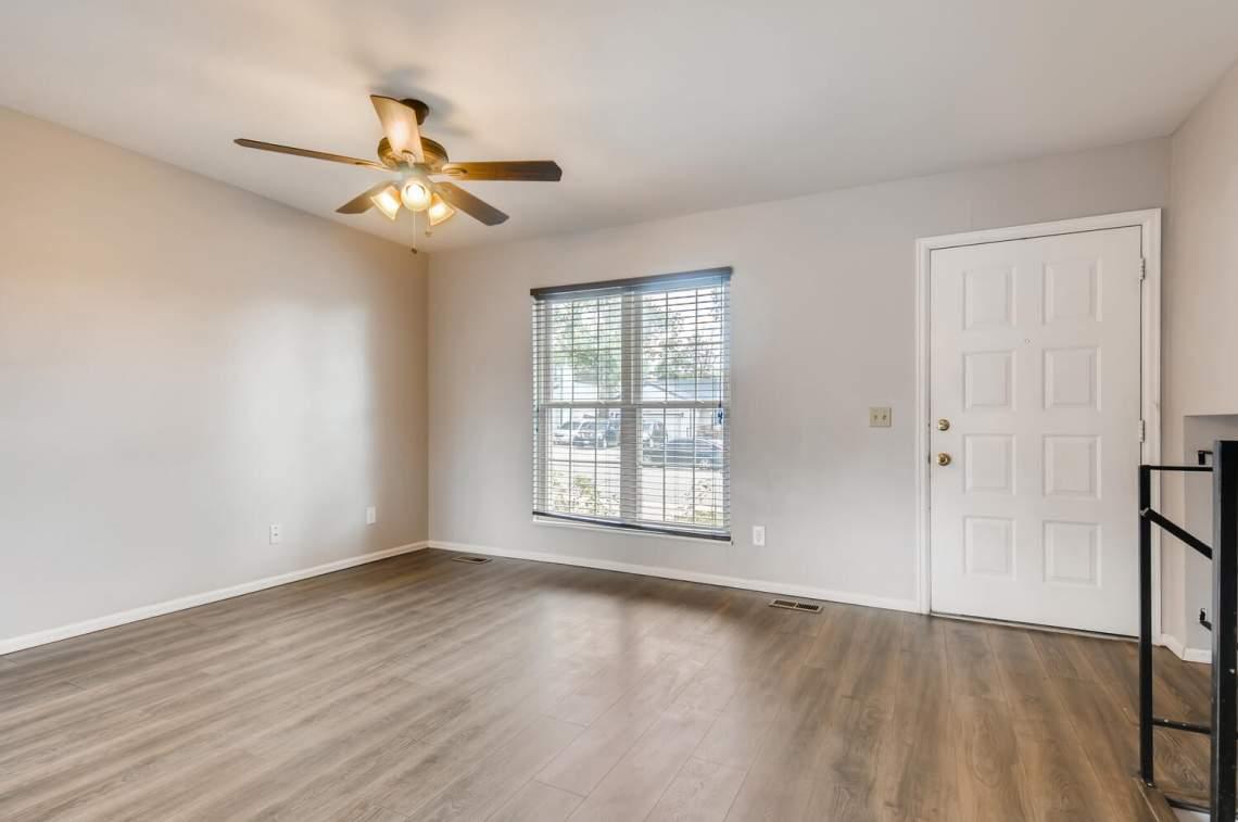 16277-E-Arkansas-Drive-Aurora-large-005-001-Living-Room-1500x997-72dpi