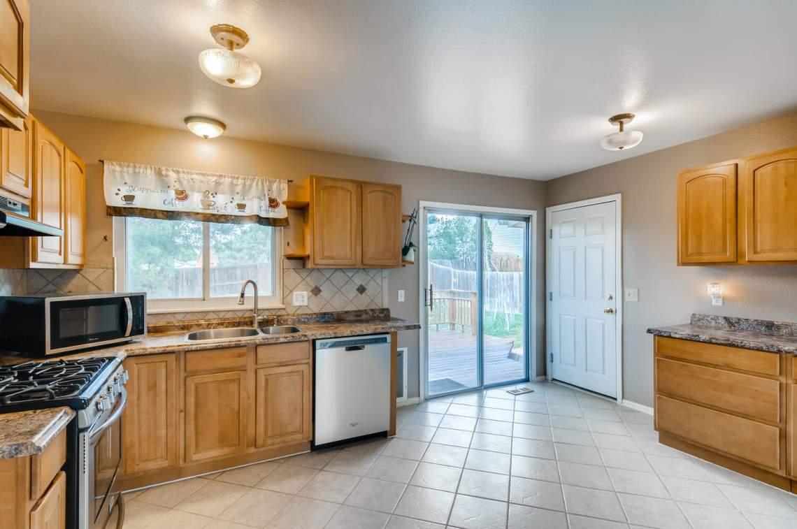 16277-E-Arkansas-Drive-Aurora-large-006-005-Kitchen-1500x997-72dpi