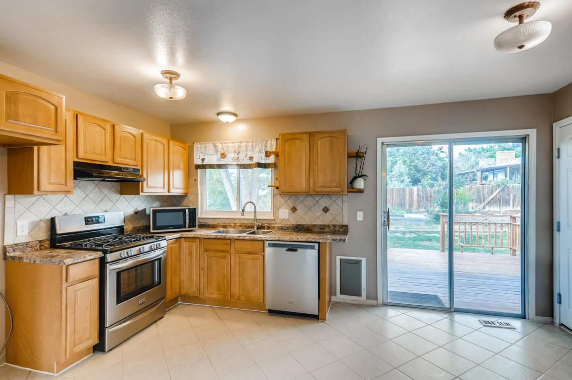 16277-E-Arkansas-Drive-Aurora-large-009-012-Kitchen-1500x997-72dpi