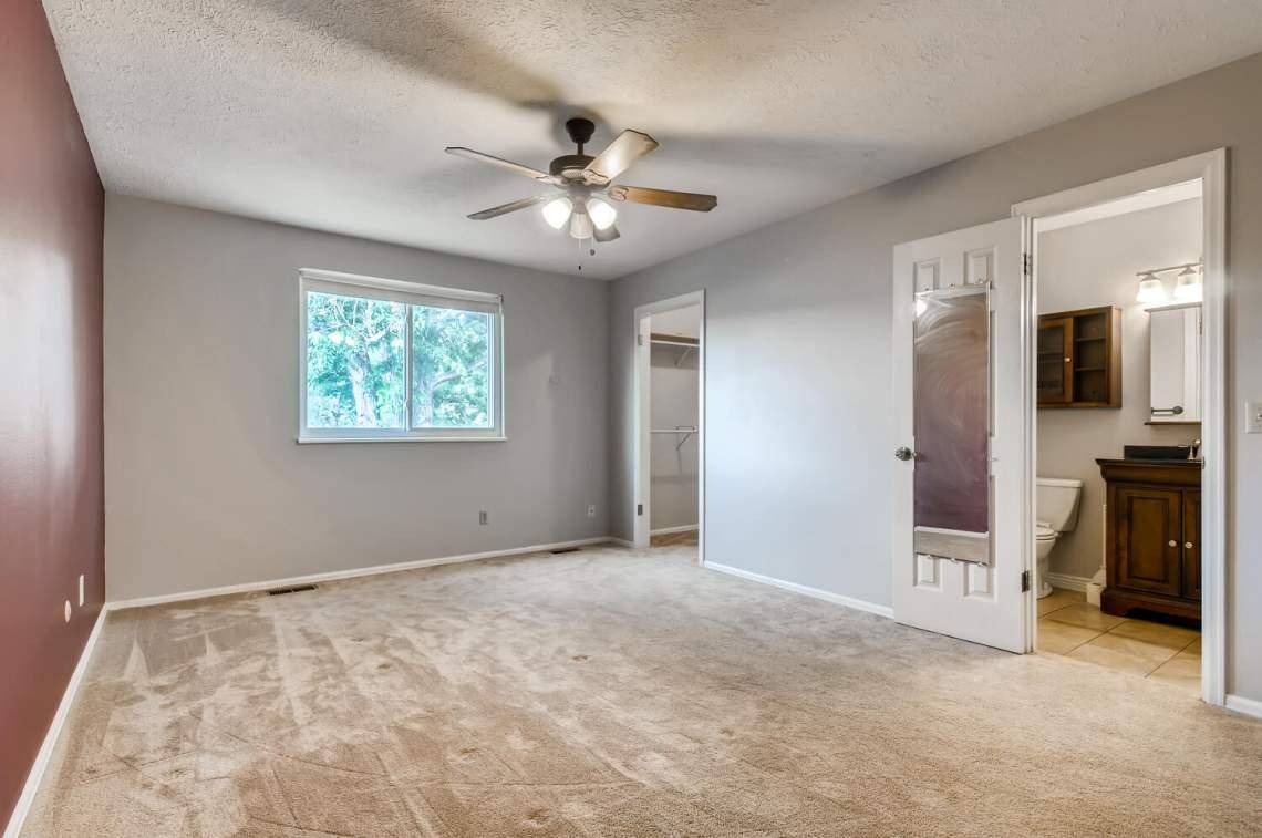 16277-E-Arkansas-Drive-Aurora-large-011-008-2nd-Floor-Primary-Bedroom-1500x996-72dpi