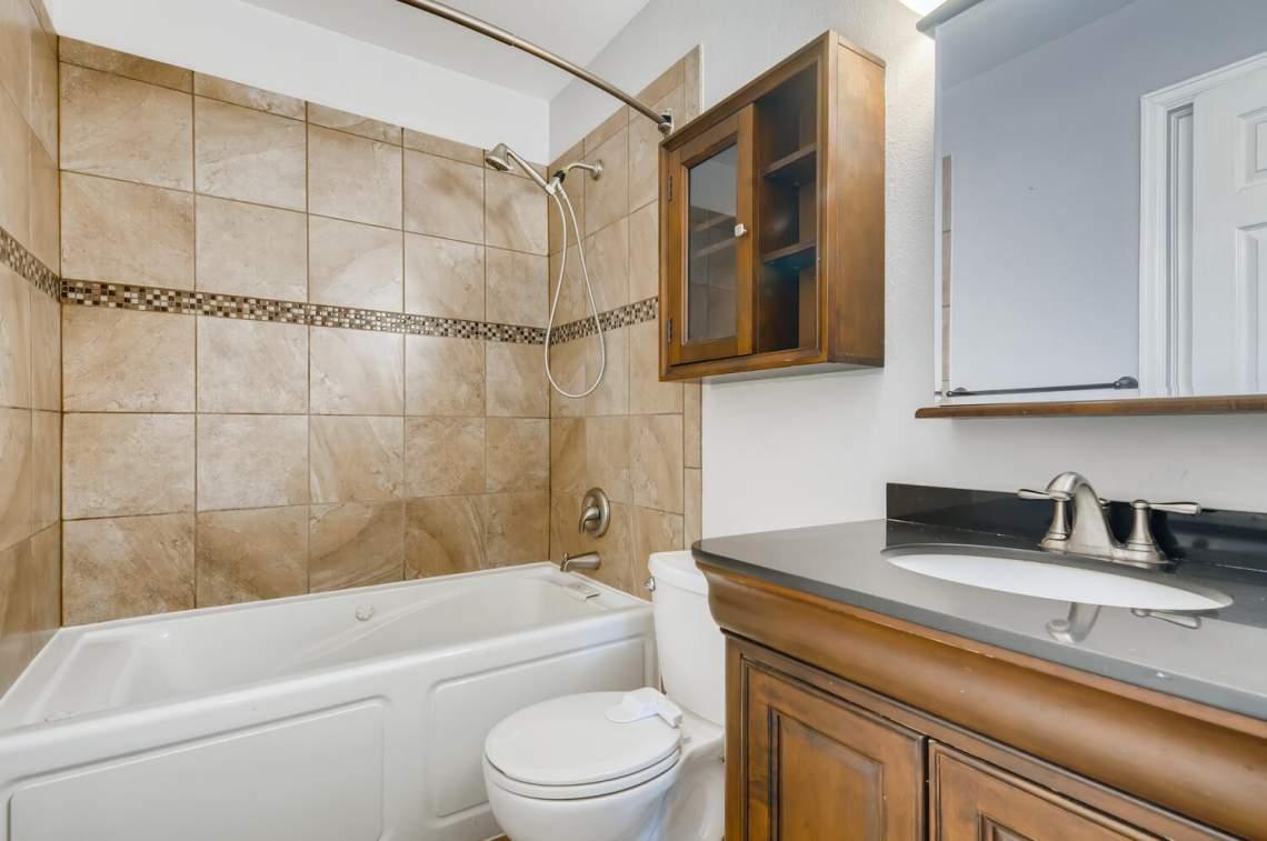 16277-E-Arkansas-Drive-Aurora-large-017-015-2nd-Floor-Bathroom-1500x997-72dpi