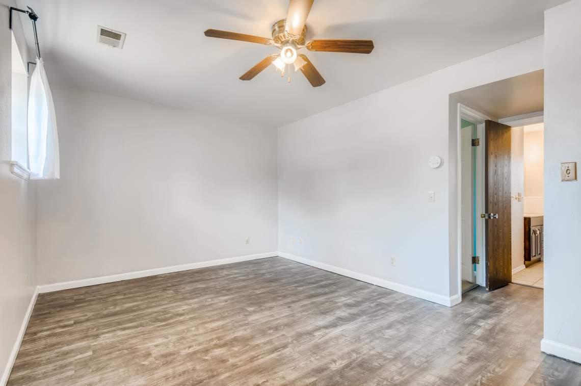 16277-E-Arkansas-Drive-Aurora-large-020-016-Lower-Level-Family-Room-1500x997-72dpi