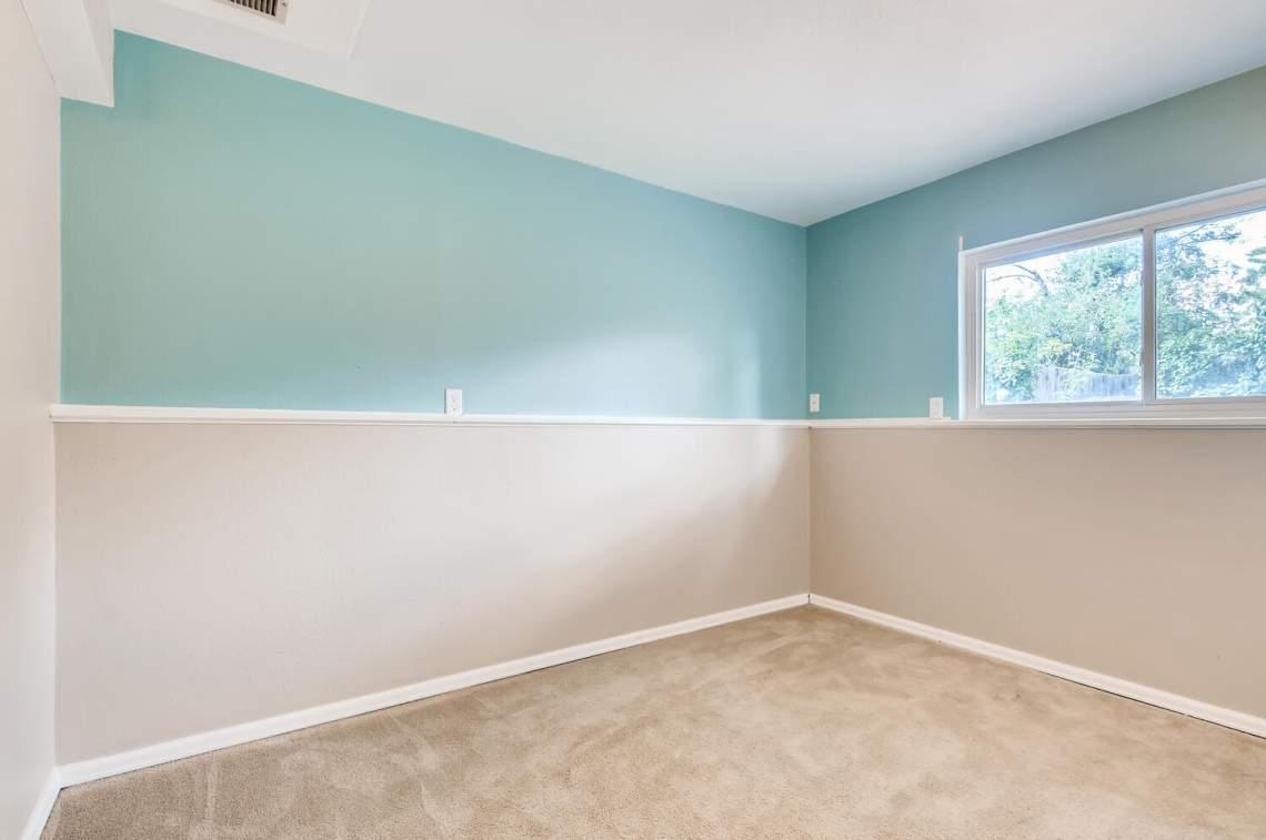 16277-E-Arkansas-Drive-Aurora-large-021-022-Lower-Level-Bedroom-1500x997-72dpi