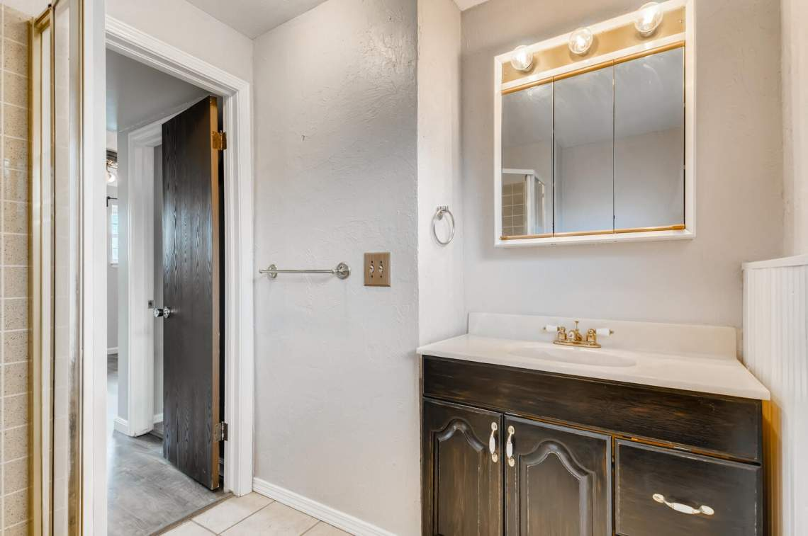 16277-E-Arkansas-Drive-Aurora-large-024-027-Lower-Level-Bathroom-1500x997-72dpi