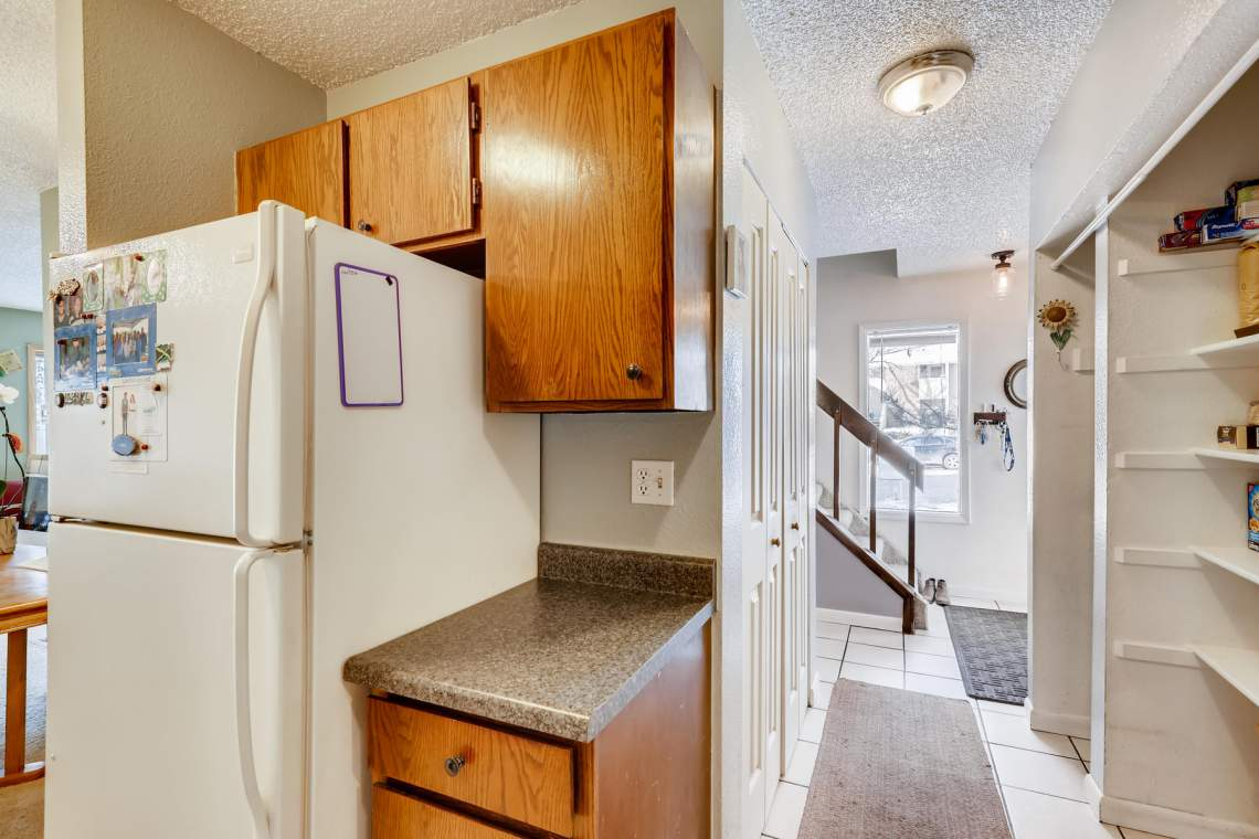 1714-Elis-Circle-Lafayette-CO-011-012-Kitchen-MLS_Size
