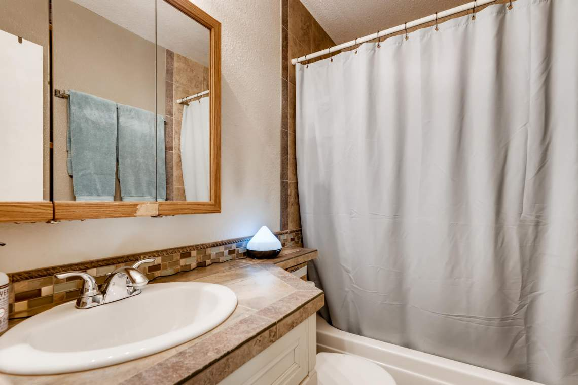 1714-Elis-Circle-Lafayette-CO-016-027-2nd-Floor-Master-Bathroom-MLS_Size