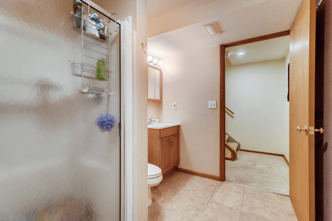 1714-Elis-Circle-Lafayette-CO-022-022-Lower-Level-Bathroom-MLS_Size