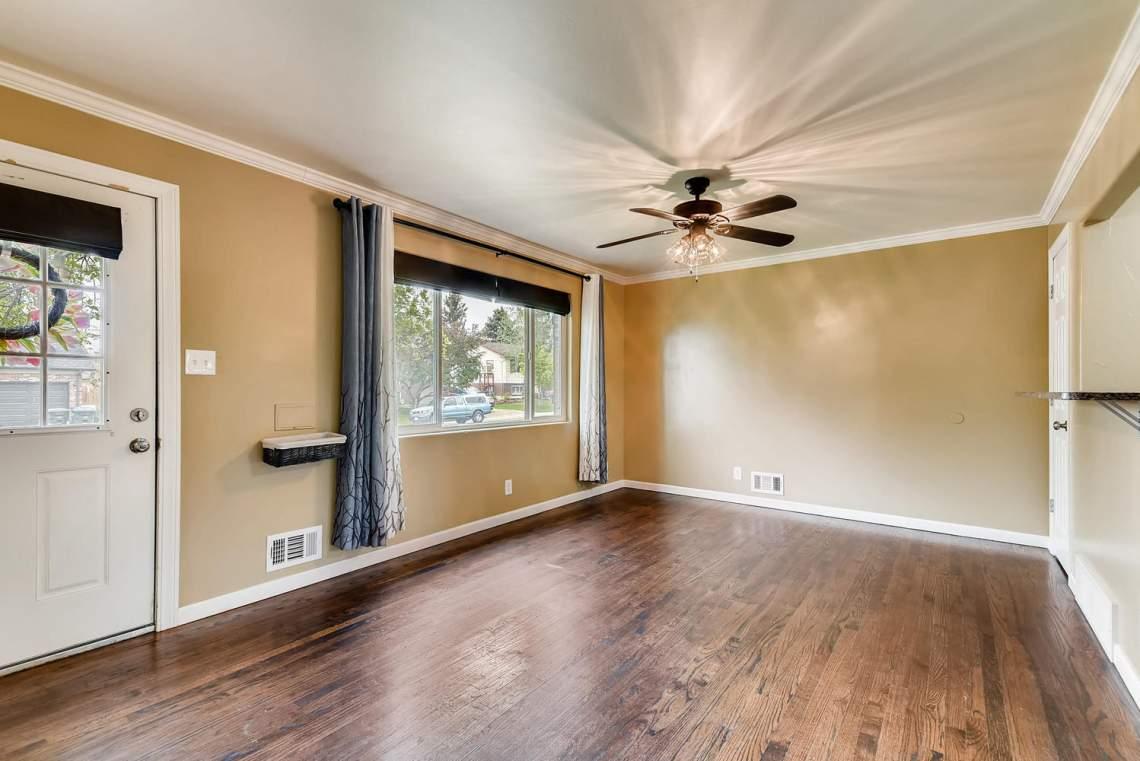 2067-E-115th-Northglenn-CO-large-004-13-Living-Room-1499x1000-72dpi