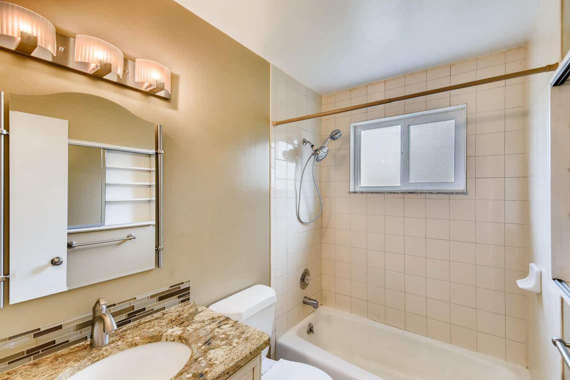 2067-E-115th-Northglenn-CO-large-013-12-Master-Bathroom-1499x1000-72dpi