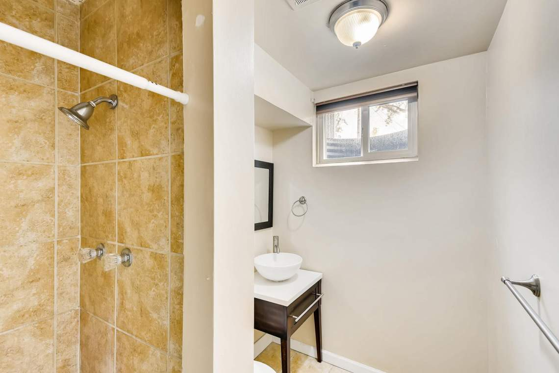 2067-E-115th-Northglenn-CO-large-024-21-Lower-Level-Bathroom-1499x1000-72dpi
