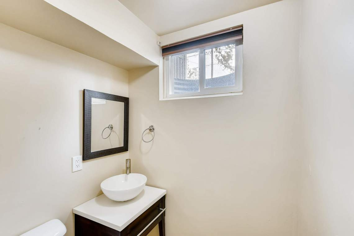 2067-E-115th-Northglenn-CO-large-025-14-Lower-Level-Bathroom-1499x1000-72dpi