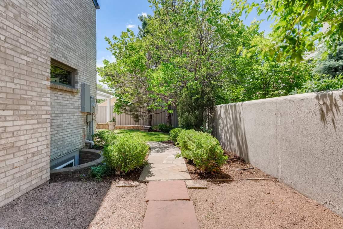 225-S-High-Street-Denver-CO-large-042-038-Side-Yard-1500x1000-72dpi