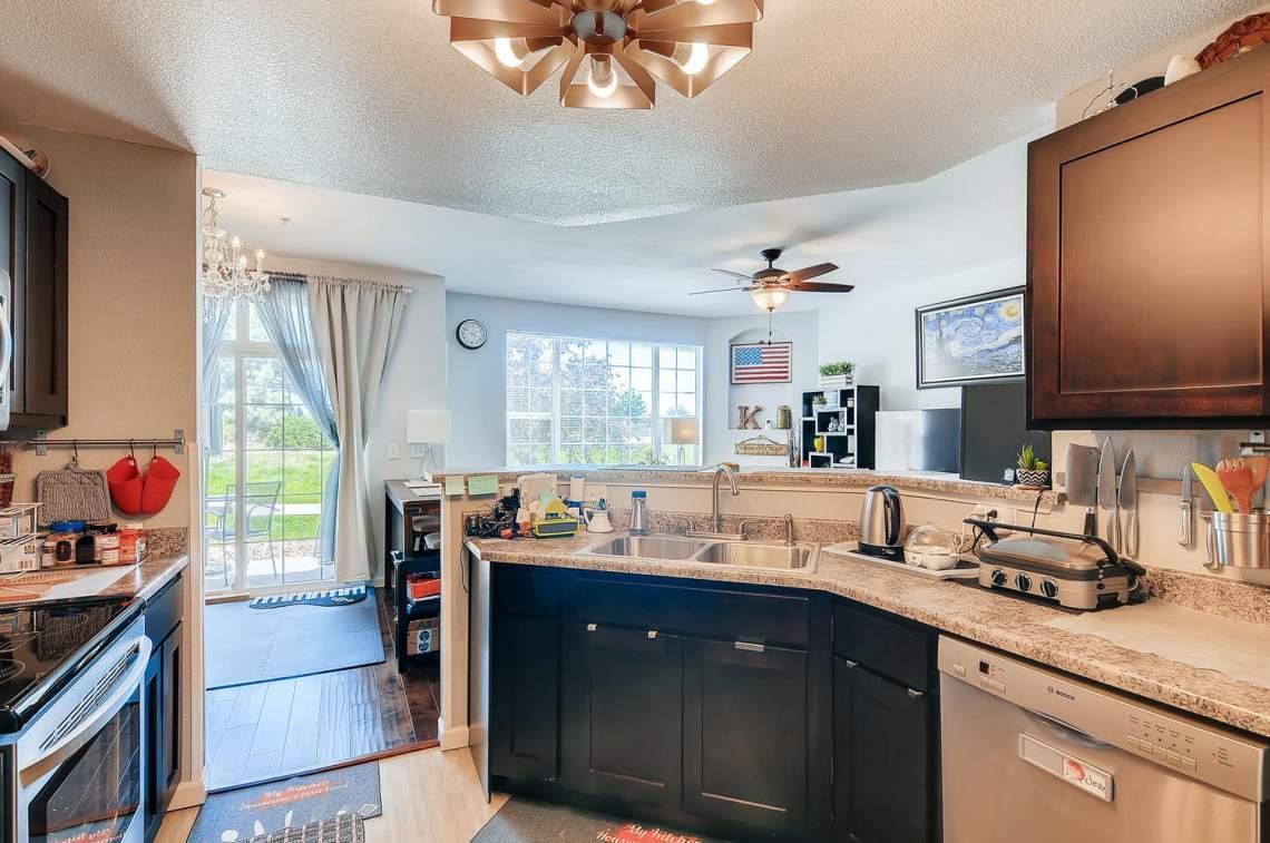 5714-N-Gibraltar-Way-102-large-009-010-Kitchen-1500x997-72dpi