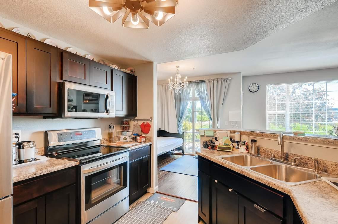 5714-N-Gibraltar-Way-102-large-010-012-Kitchen-1500x997-72dpi