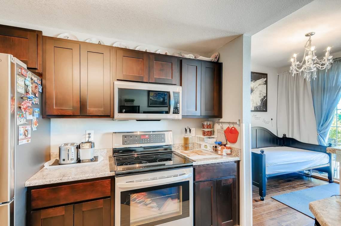 5714-N-Gibraltar-Way-102-large-011-021-Kitchen-1500x996-72dpi