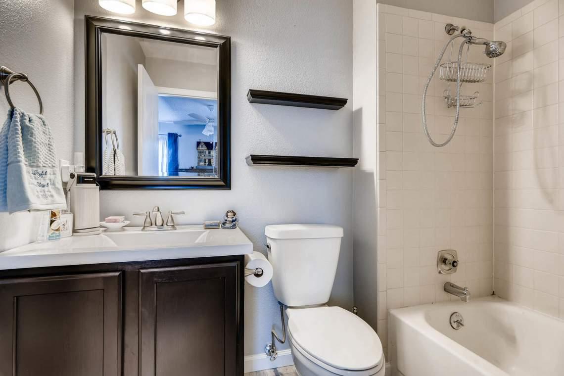7086 E Dry Creek Circle-large-017-14-2nd Floor Bathroom-1500x1000-72dpi