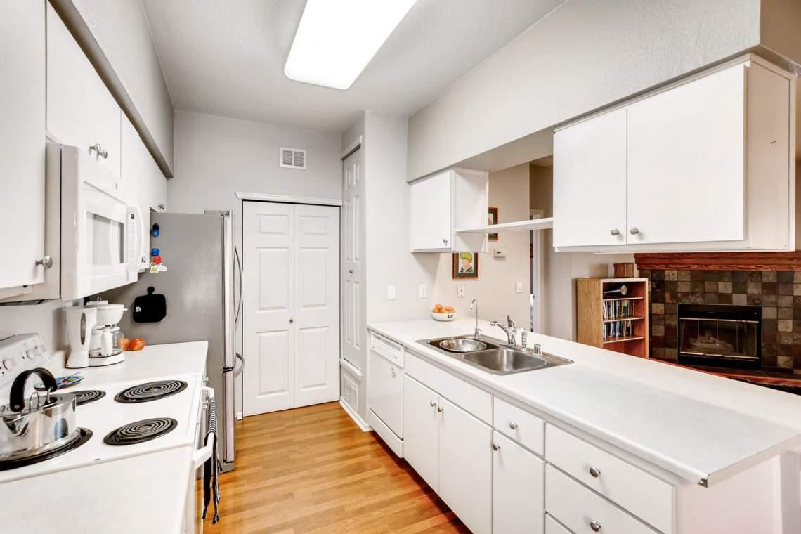 8065-W-Eastman-Place-Denver-CO-large-014-5-Kitchen-1500x1000-72dpi