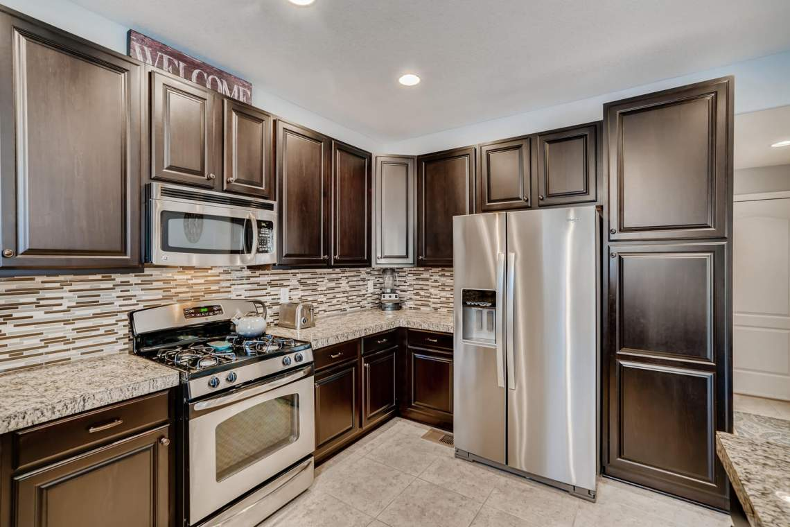 3146-Black-Canyon-Way-Castle-large-010-028-Kitchen-1500x1000-72dpi