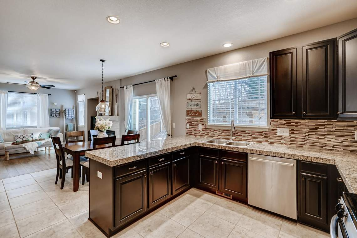 3146-Black-Canyon-Way-Castle-large-011-025-Kitchen-1500x1000-72dpi