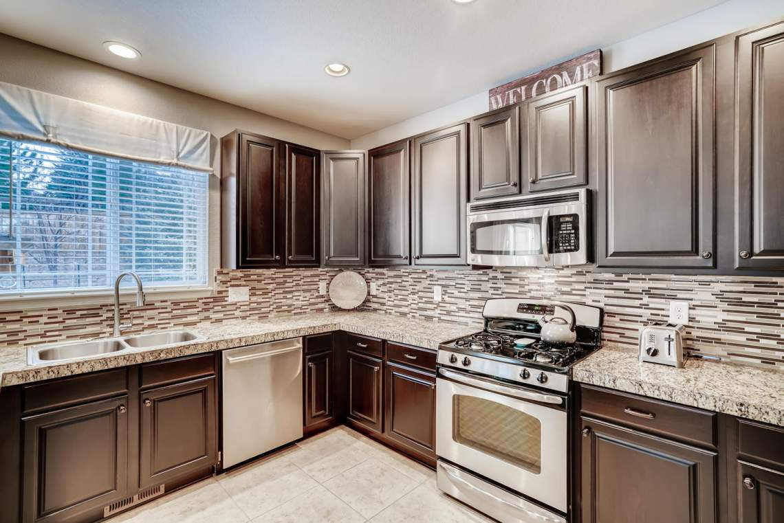 3146-Black-Canyon-Way-Castle-large-012-026-Kitchen-1499x1000-72dpi