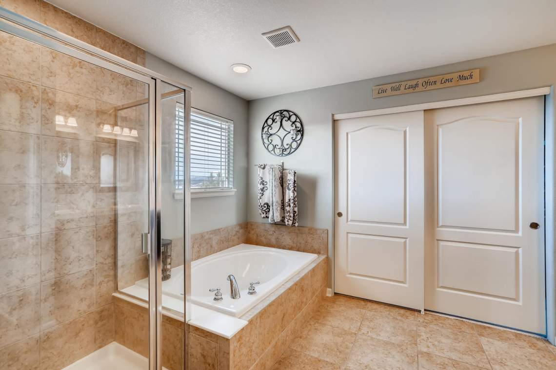 3146-Black-Canyon-Way-Castle-large-016-006-2nd-Floor-Master-Bathroom-1500x1000-72dpi
