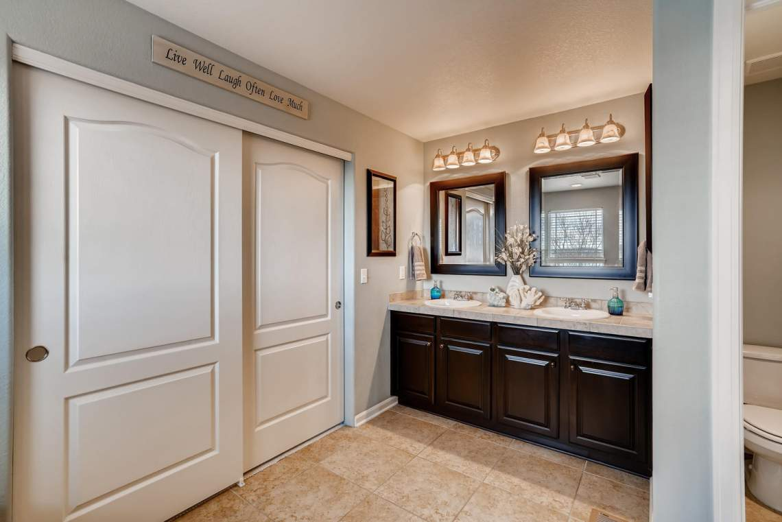 3146-Black-Canyon-Way-Castle-large-017-009-2nd-Floor-Master-Bathroom-1500x1000-72dpi