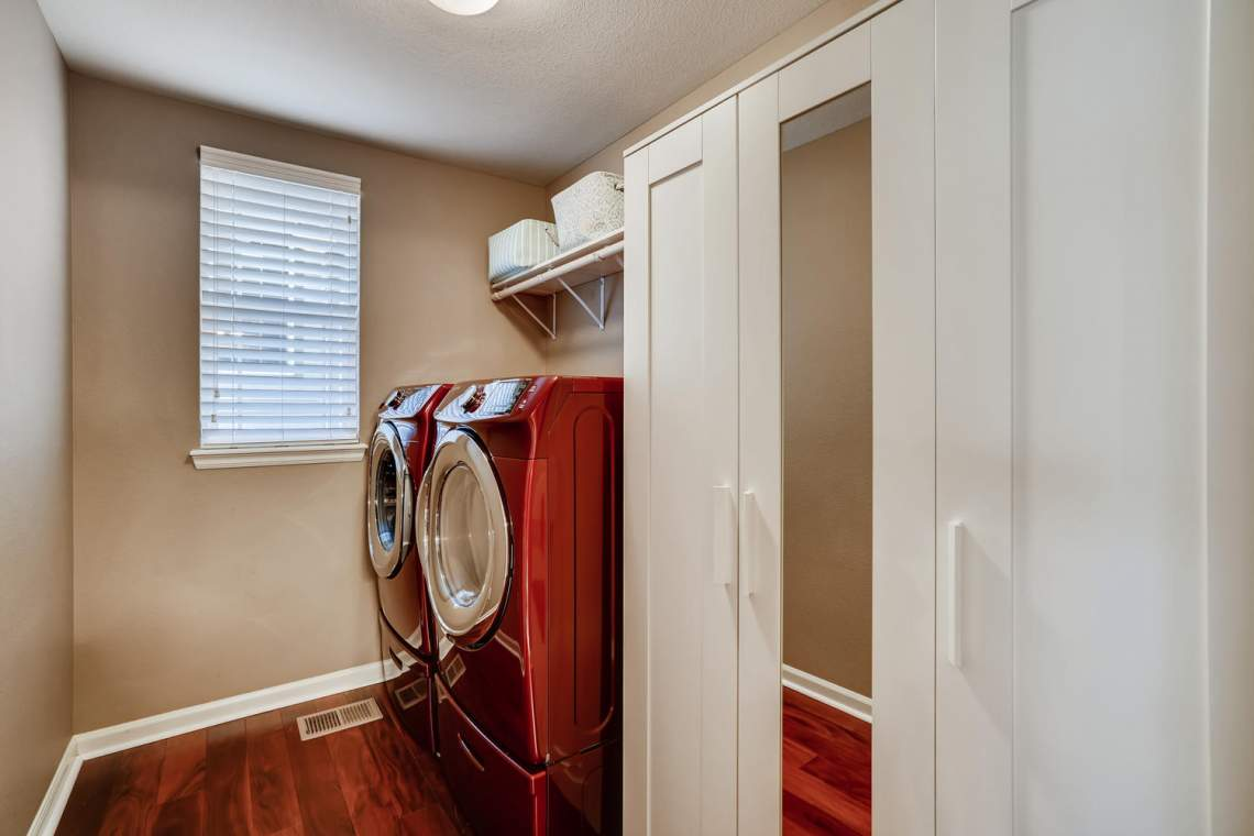 3146-Black-Canyon-Way-Castle-large-025-021-Laundry-Room-1500x1000-72dpi