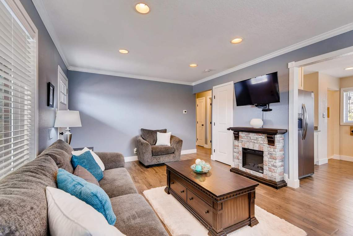 2093 Graves Ct Northglenn CO-large-006-5-Living Room-1499x1000-72dpi