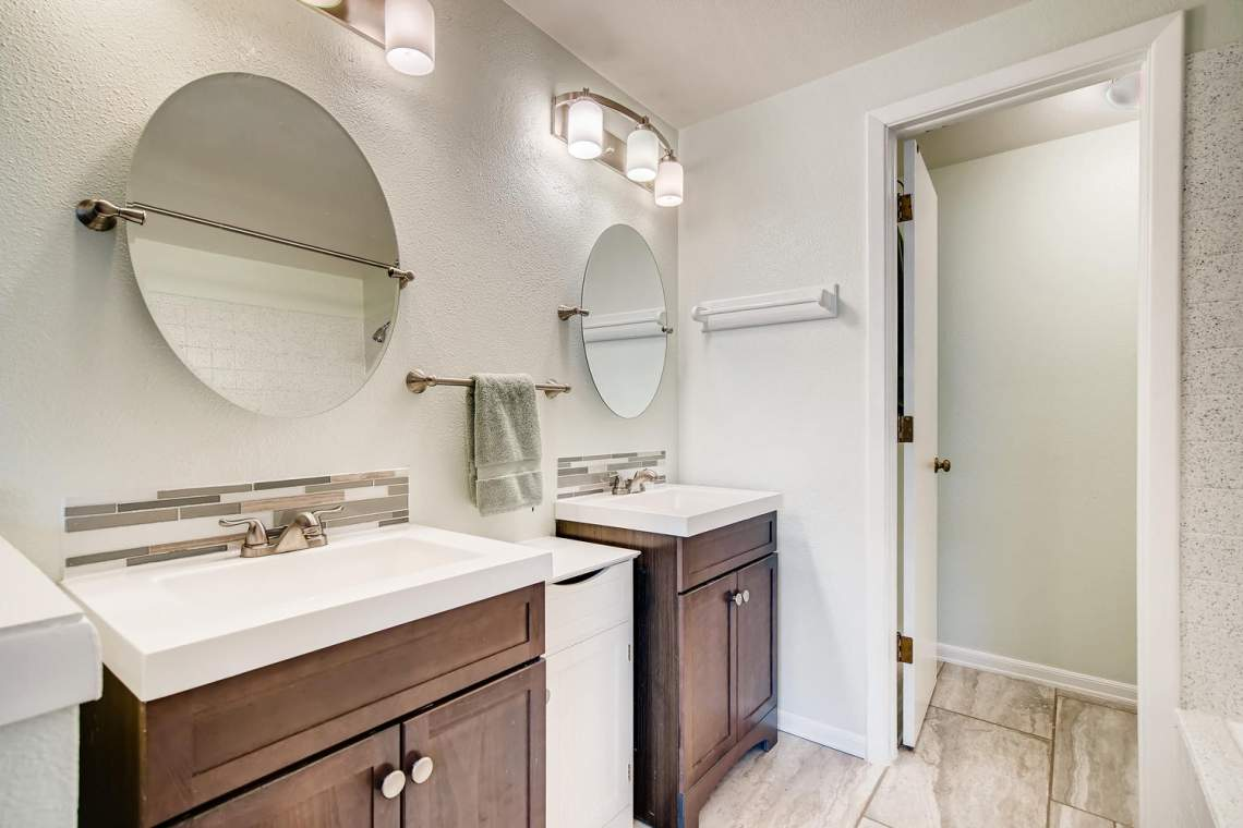 9947-King-Street-Westminster-large-020-029-2nd-Floor-Master-Bathroom-1500x1000-72dpi